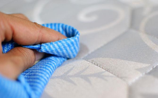 Чем почистить ортопедический матрас от пятен в домашних условиях